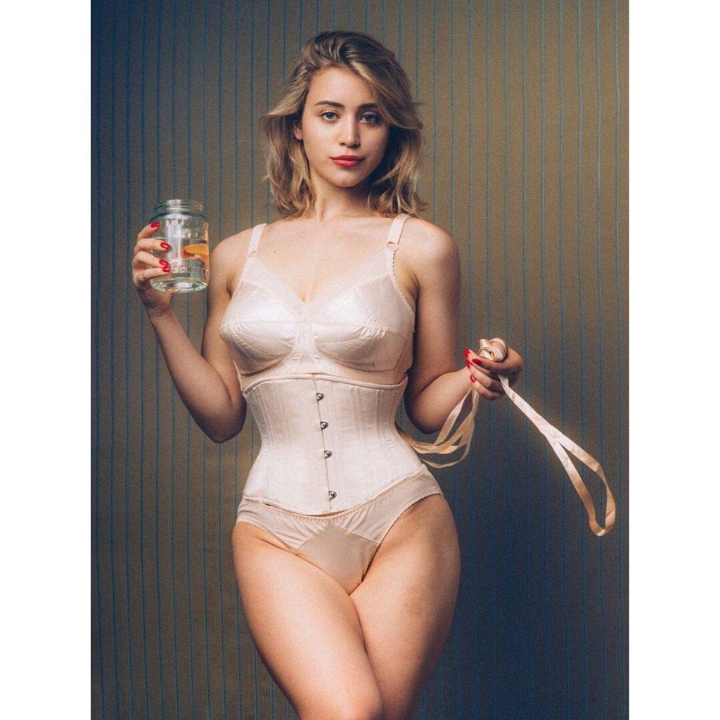 Caylee Cowan Nude & Sexy (6 Photos)