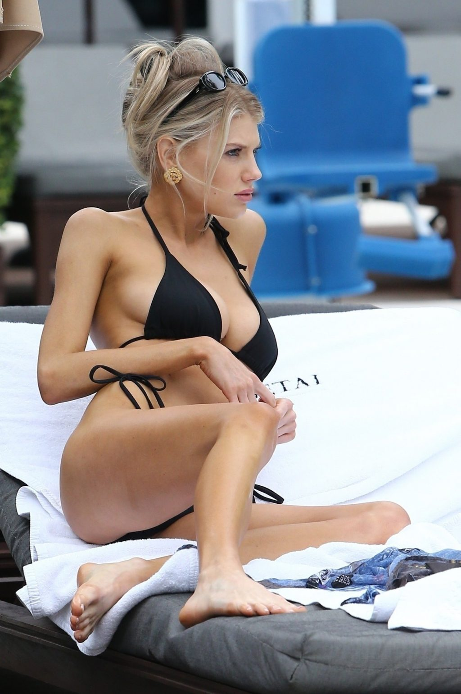 Charlotte McKinney Sexy (39 New Photos)