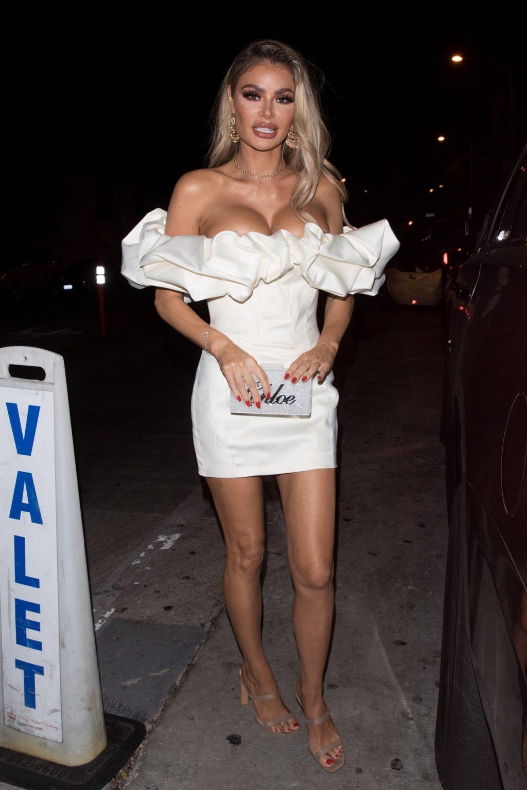 Chloe Sims Sexy (18 Photos)