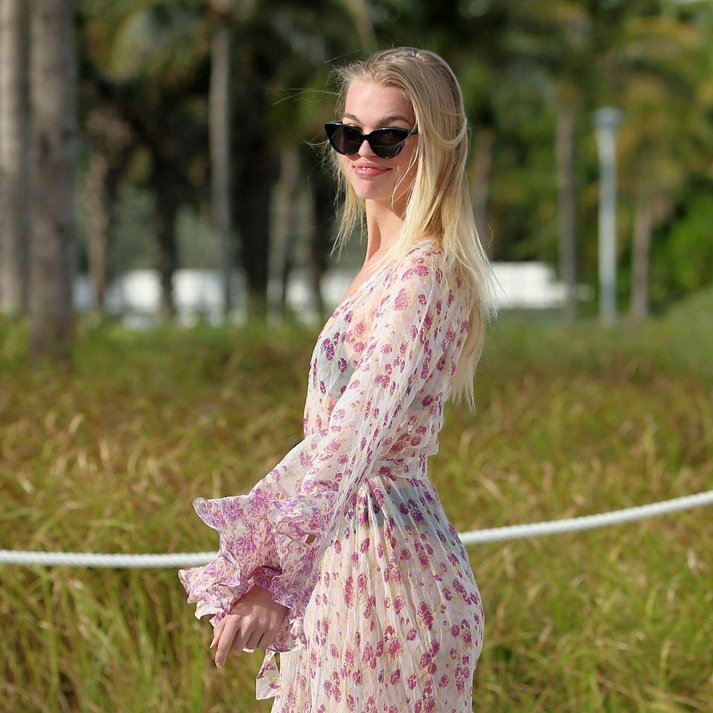 Daphne Groeneveld Sexy (25 Photos)