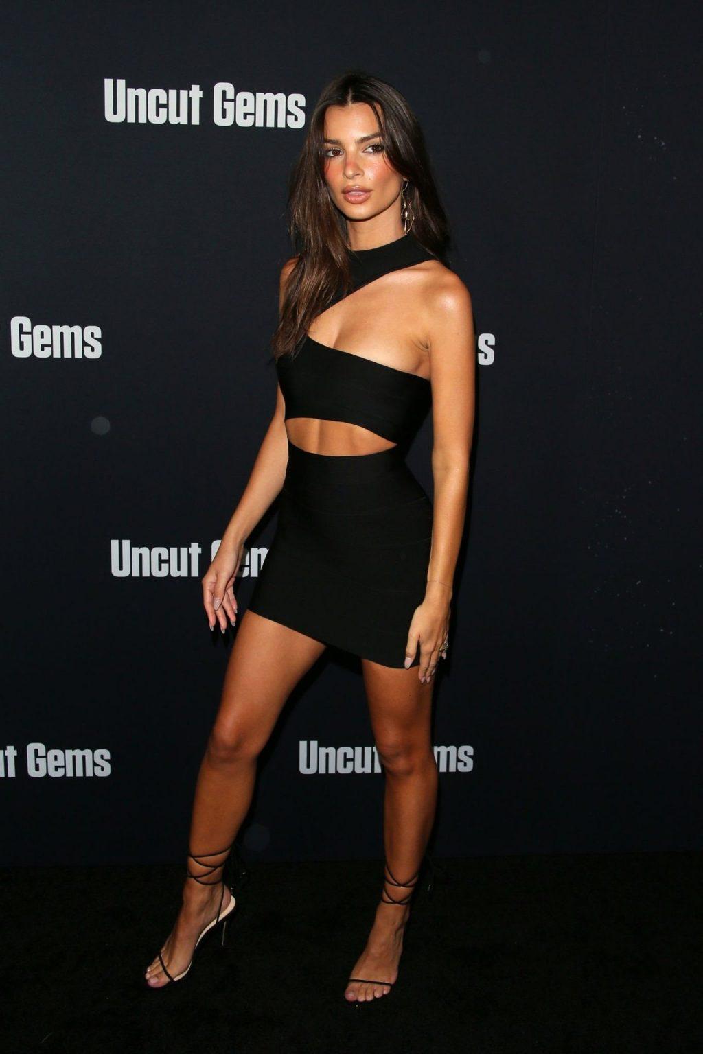 Emily Ratajkowski Sexy (32 New Photos)
