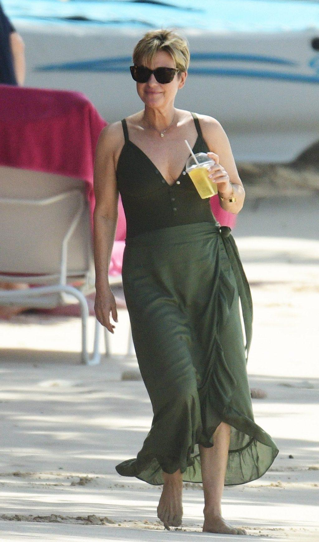 Emma Forbes Hot (56 Photos)
