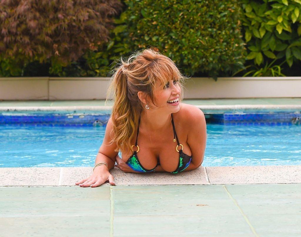 Ester Dee Sexy (22 Photos)