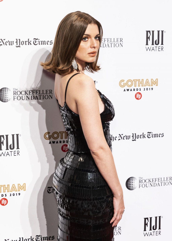 Julia Fox Sexy (8 Photos)