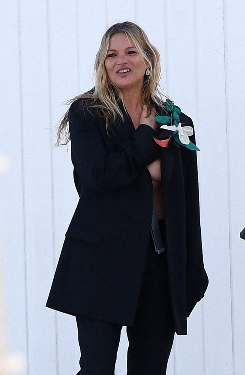 Kate Moss Sexy & Topless (39 Photos)