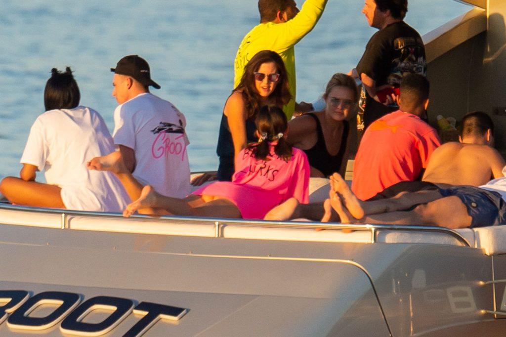 Kendall Jenner Sexy (39 Photos)