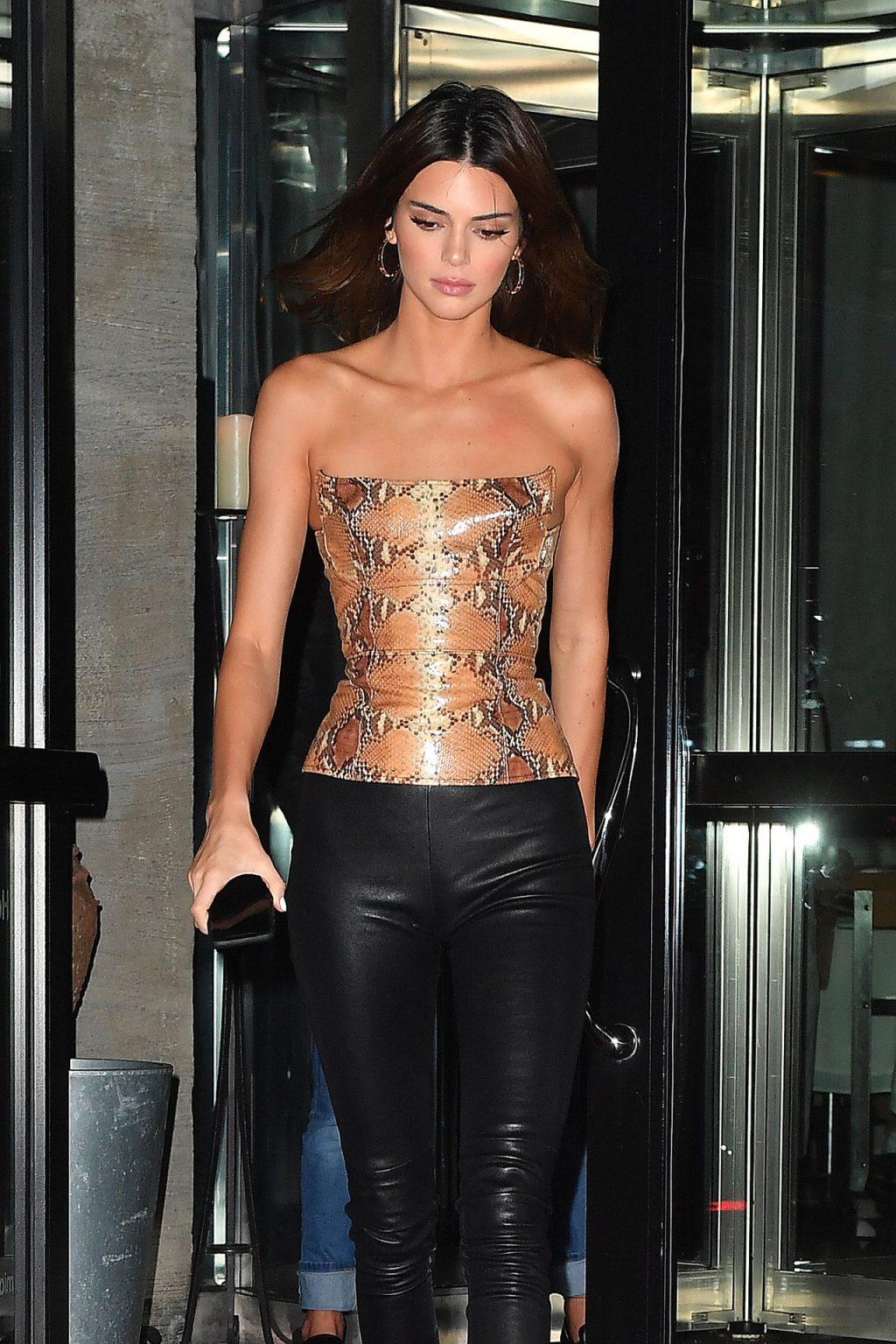Kendall Jenner Sexy (11 Photos)