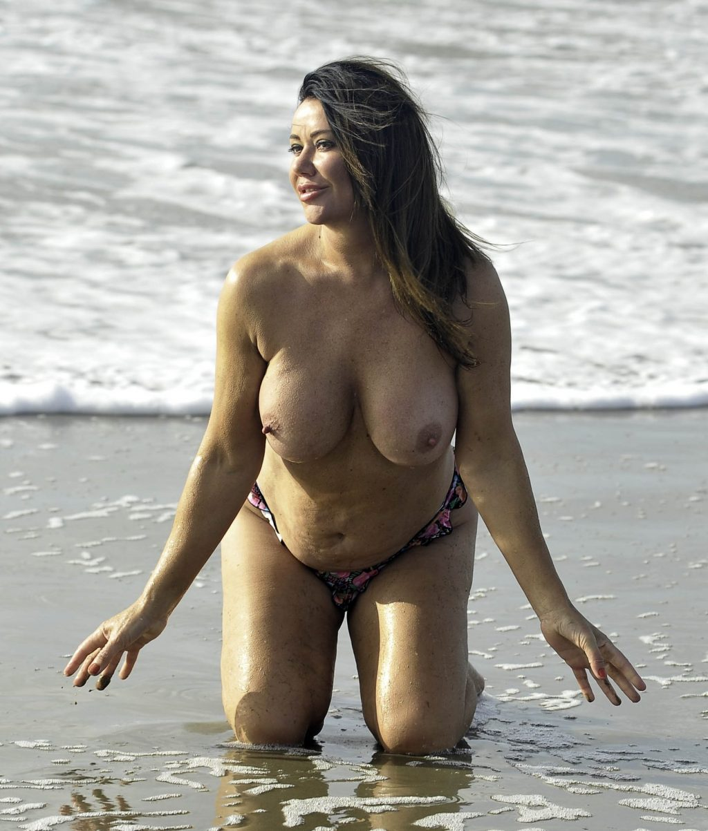 Lisa Appleton Topless (15 Photos)