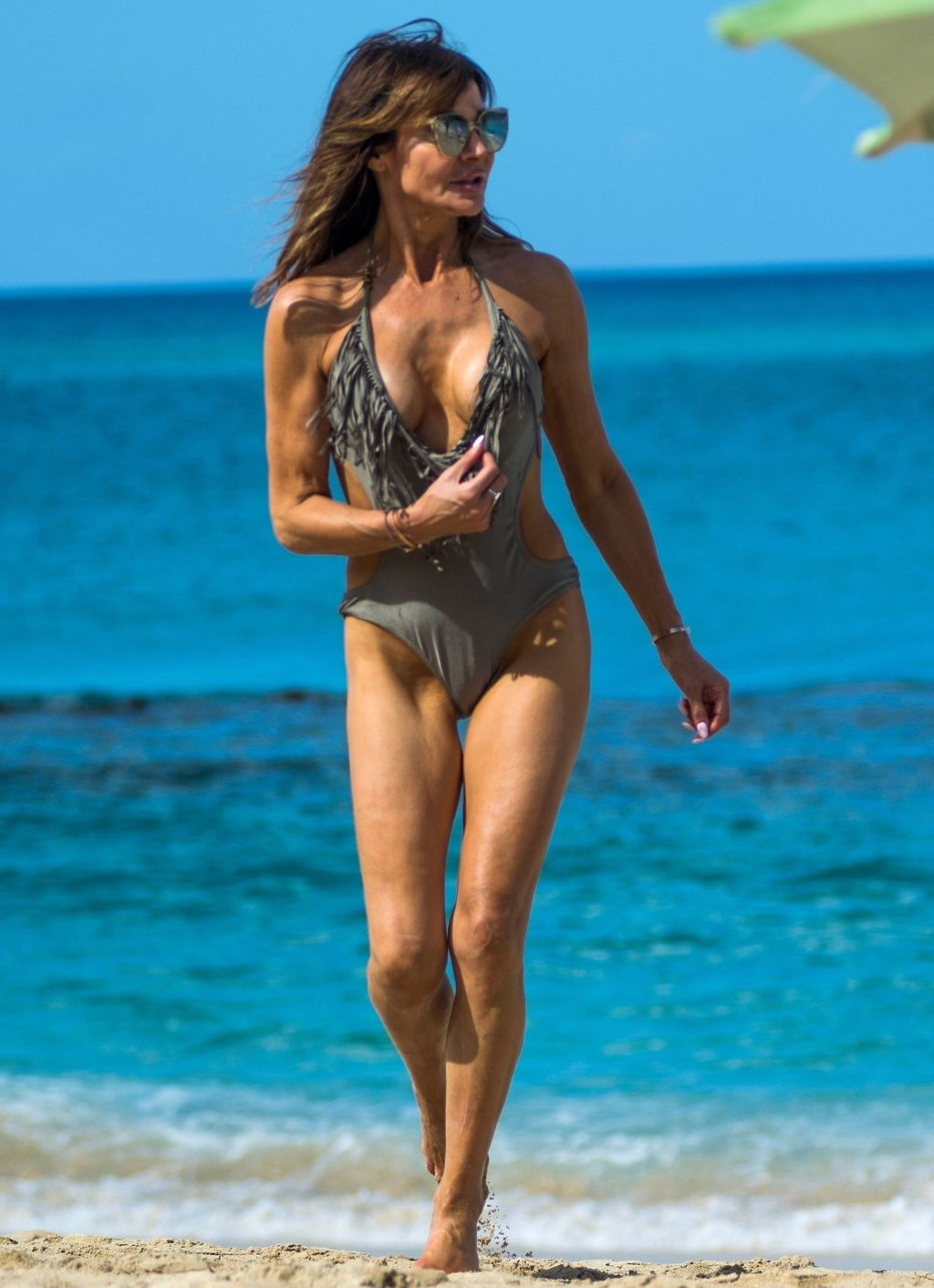 Lizzie Cundy Sexy (41 Photos)