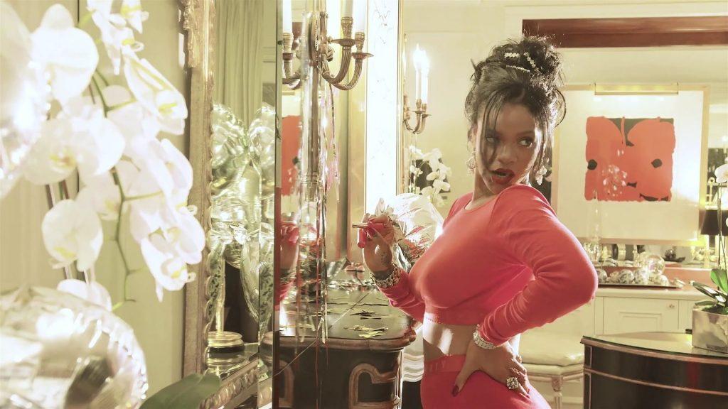 Rihanna Sexy (24 Photos + Video)