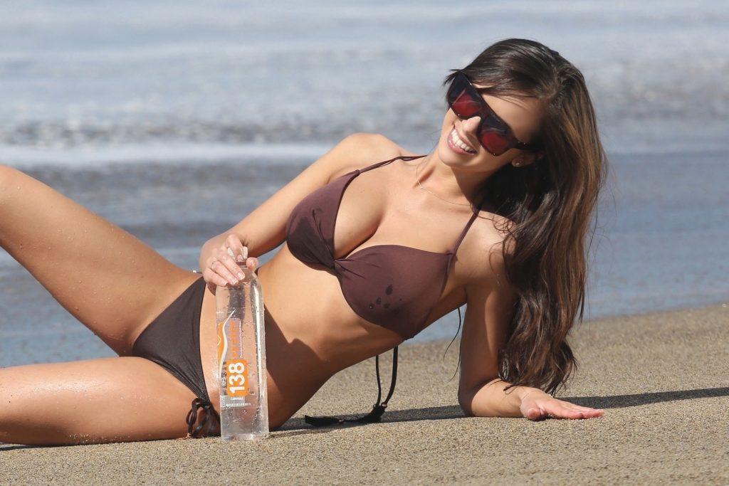 Samantha Gill Sexy (38 Photos)