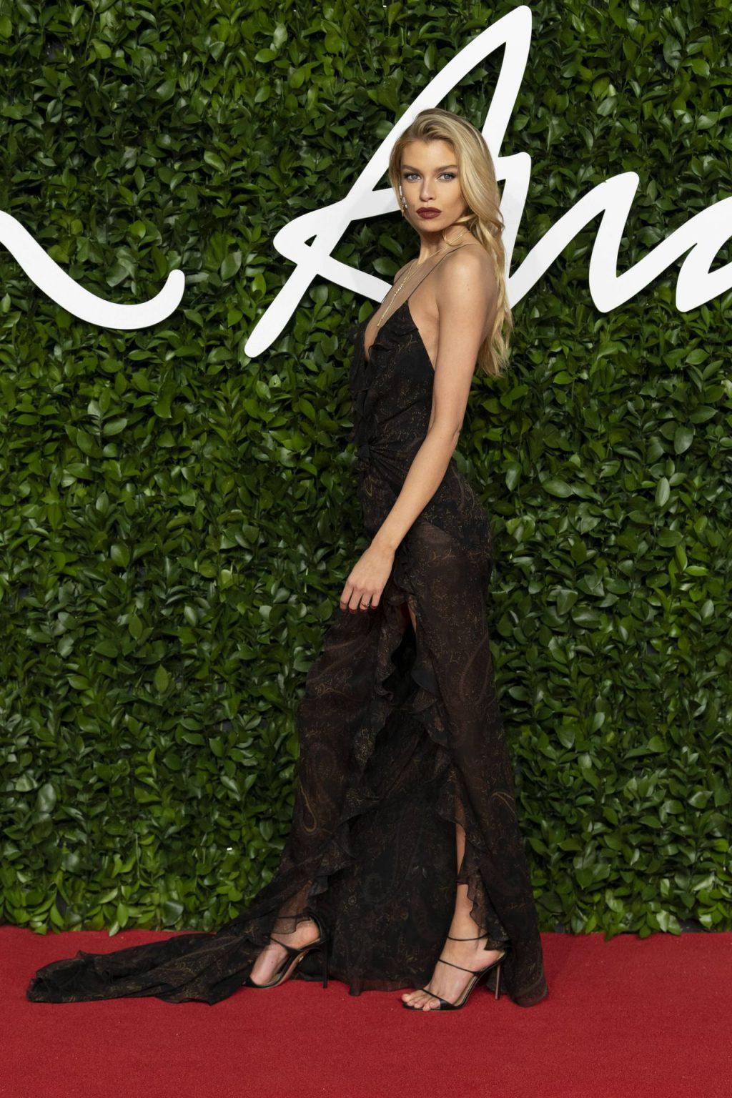Stella Maxwell Sexy (119 New Photos)