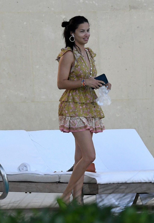 Adriana Lima Sexy (65 Photos)