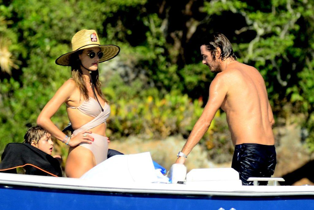Alessandra Ambrosio Hot (40 Photos)