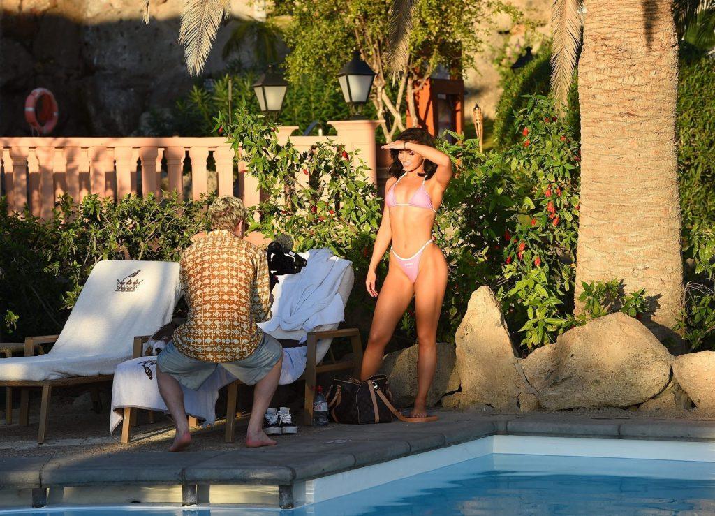 Alexandra Cane Sexy (14 Photos)