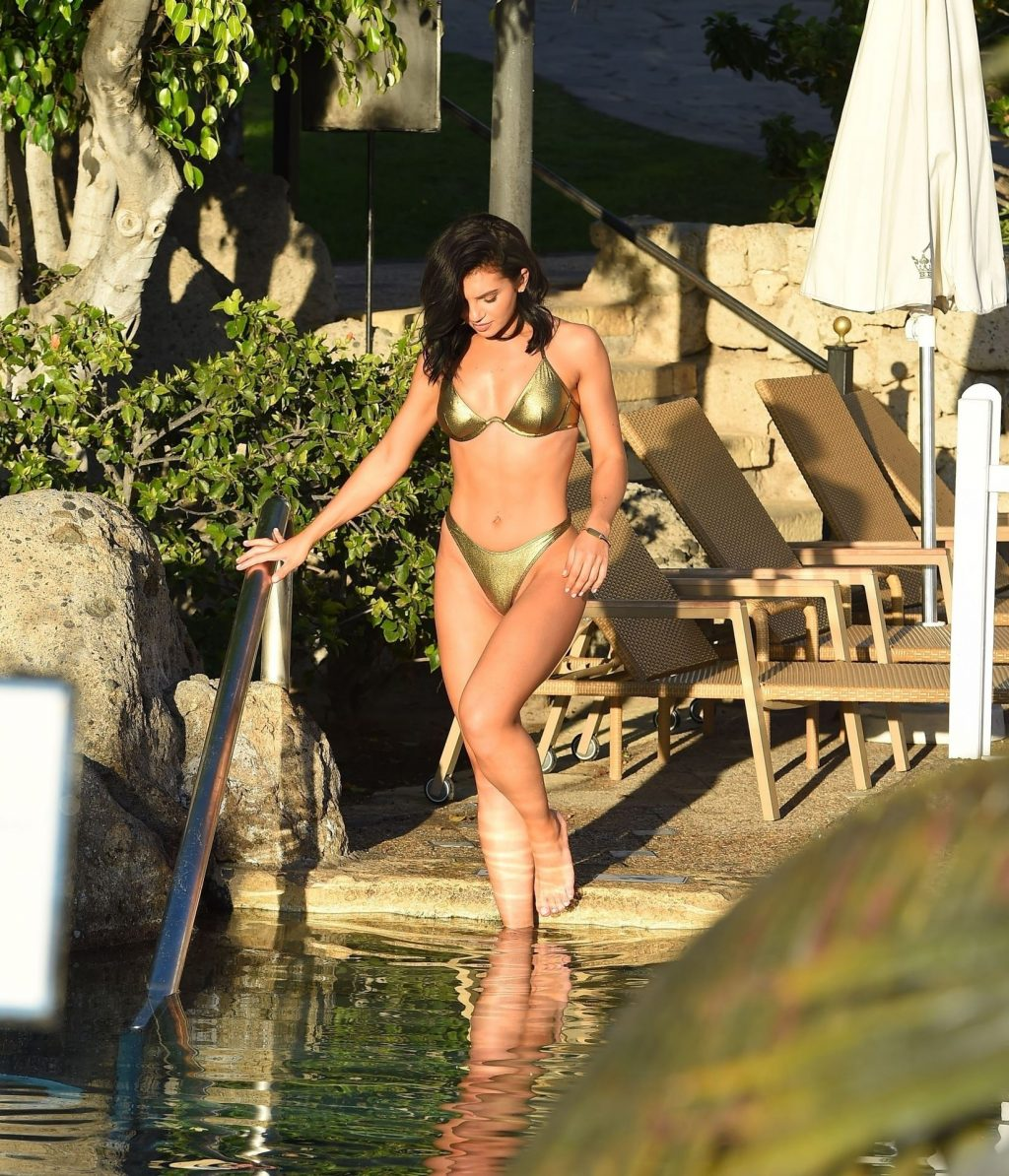 Alexandra Cane Sexy (28 Photos)