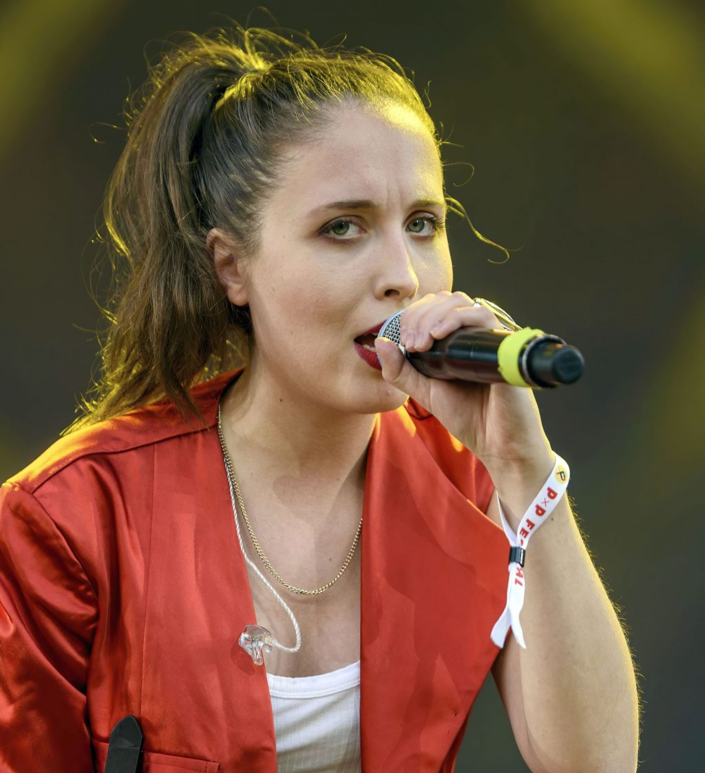 Alice Merton Sexy (16 Photos)