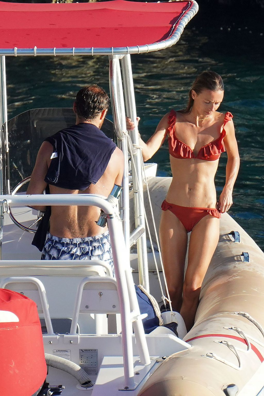 Alizée Thevenet, Pippa Middleton Sexy (57 Photos)