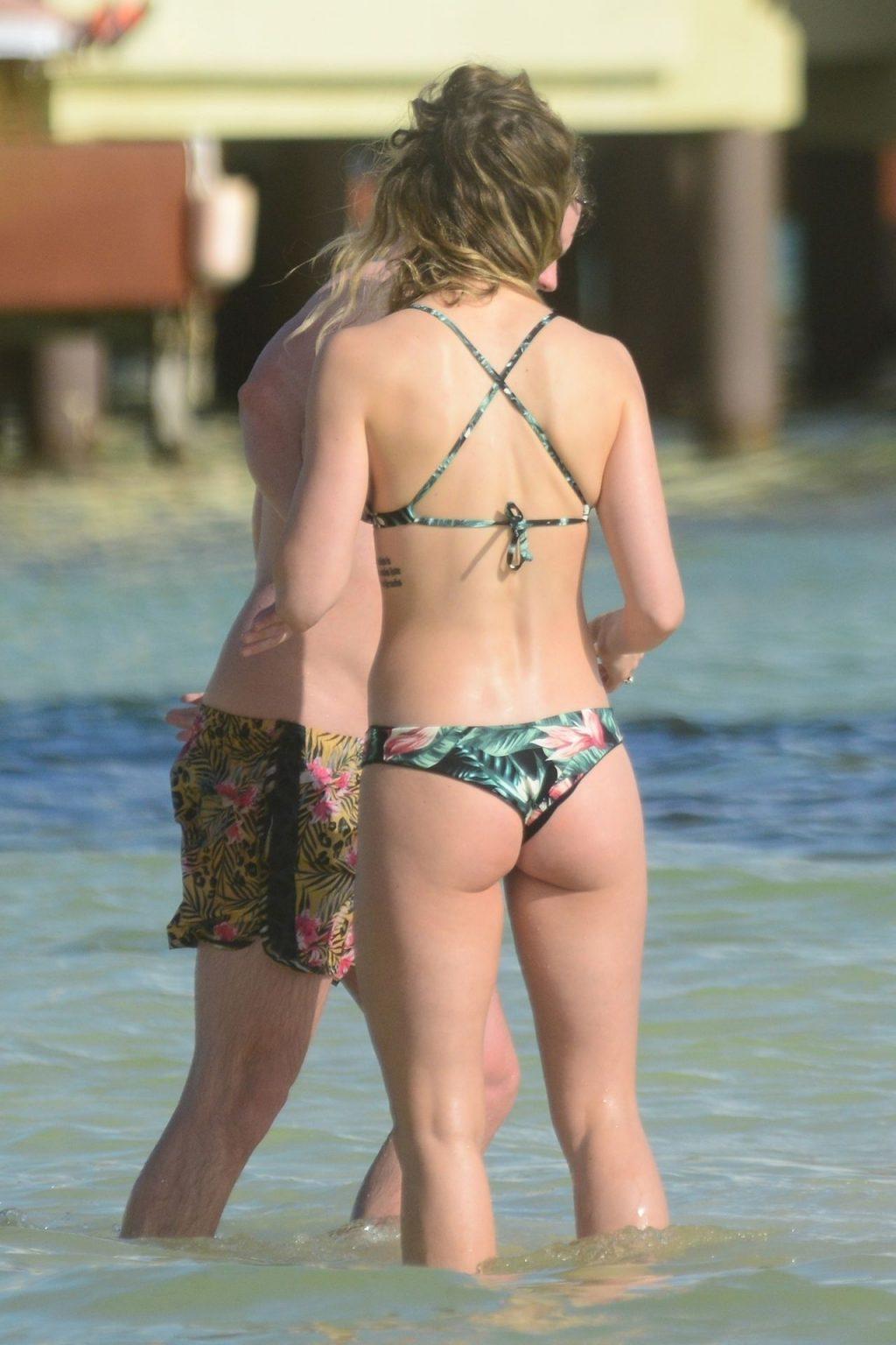 Ashley Newbrough Sexy (24 Photos)