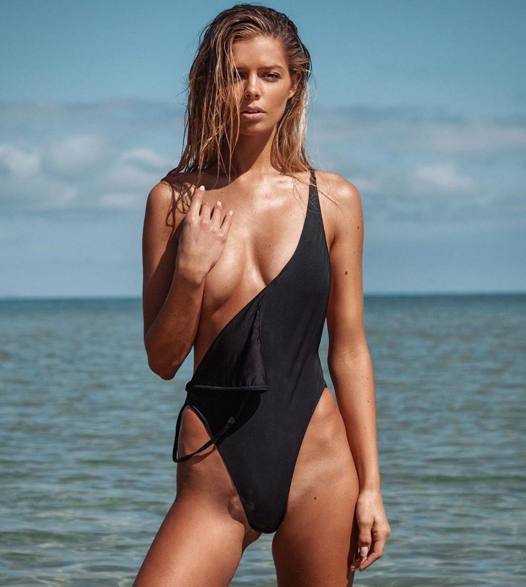 Danielle Knudson Nude (12 Photos)