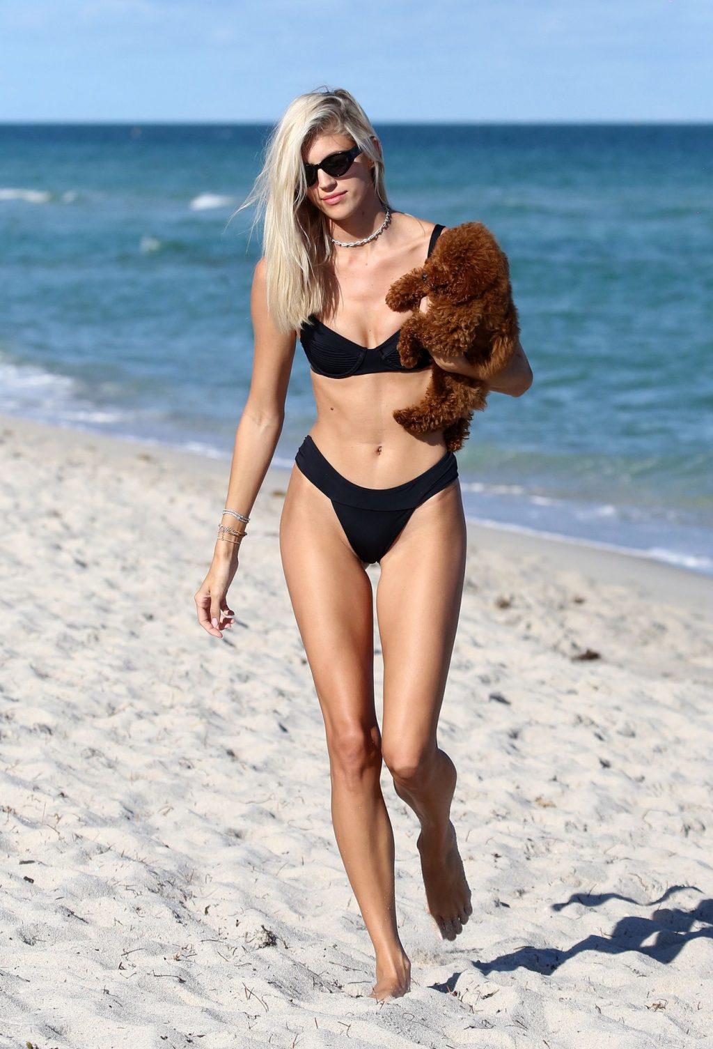 Sexy Model Devon Windsor Wears a Bikini at The Beach in Miami (20 Photos)