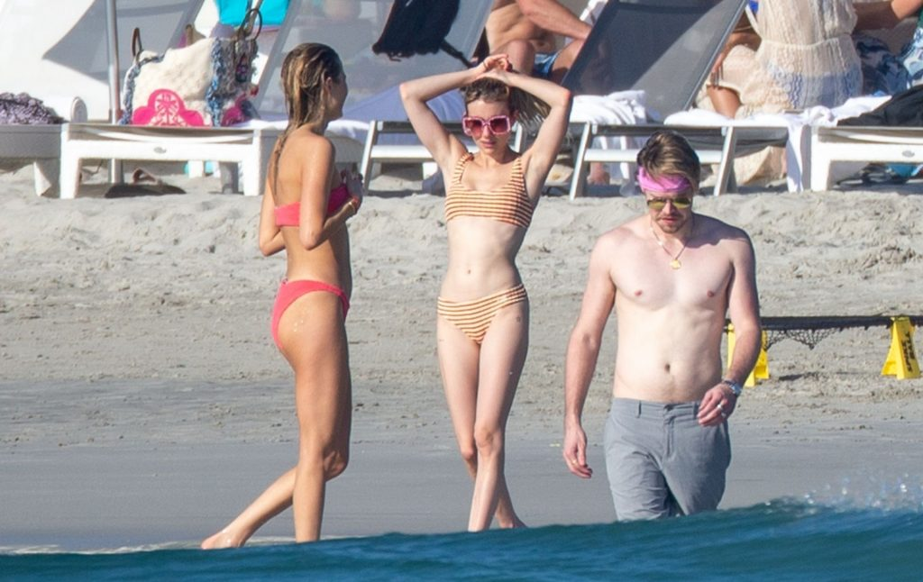 Friendly Exes? Emma Roberts and Chord Overstreet Enjoy the Sunshine in Mexico (34 Photos)