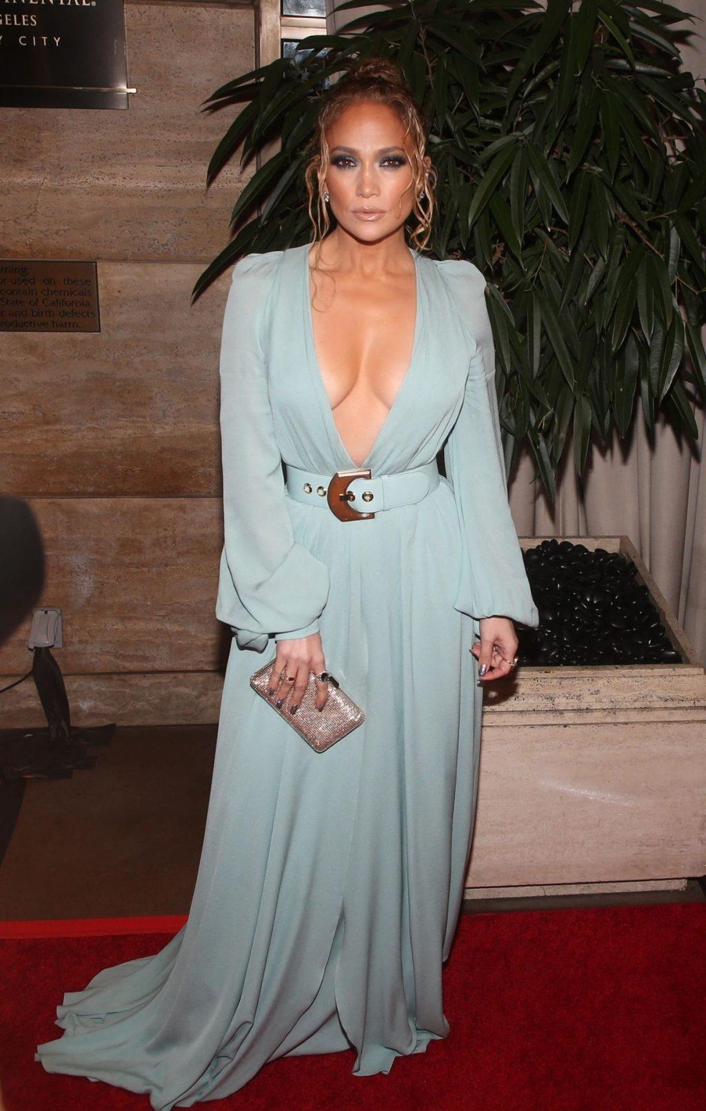 Jennifer Lopez Braless (37 Photos)