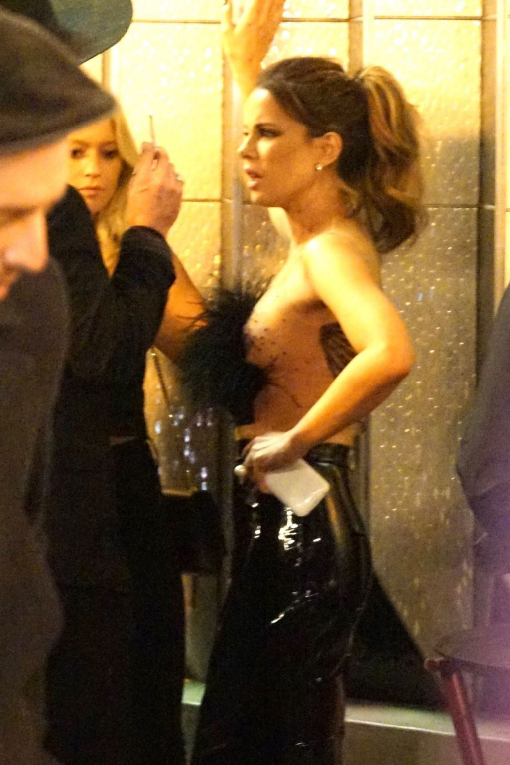 Kate Beckinsale Sexy (18 Photos + Video)