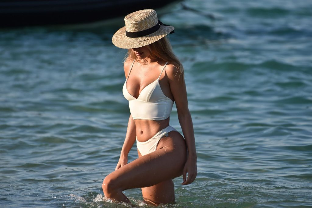 Kimberley Garner Sexy (31 Photos)