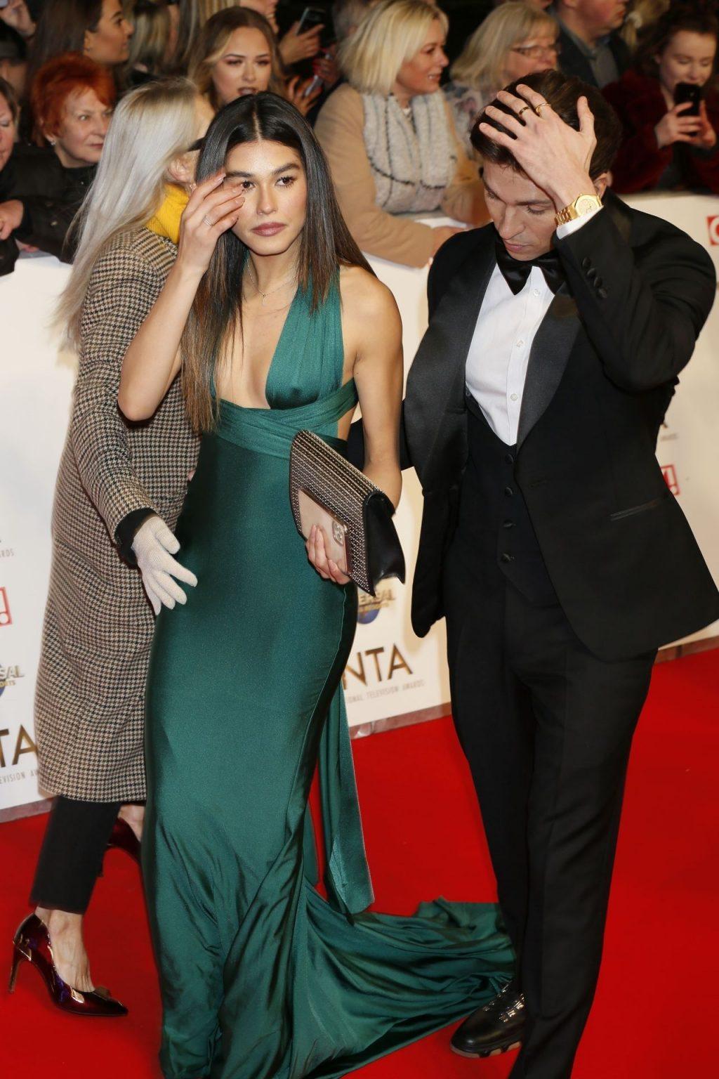 Lorena Medina Shows Pokies at the National Television Awards (10  Photos)