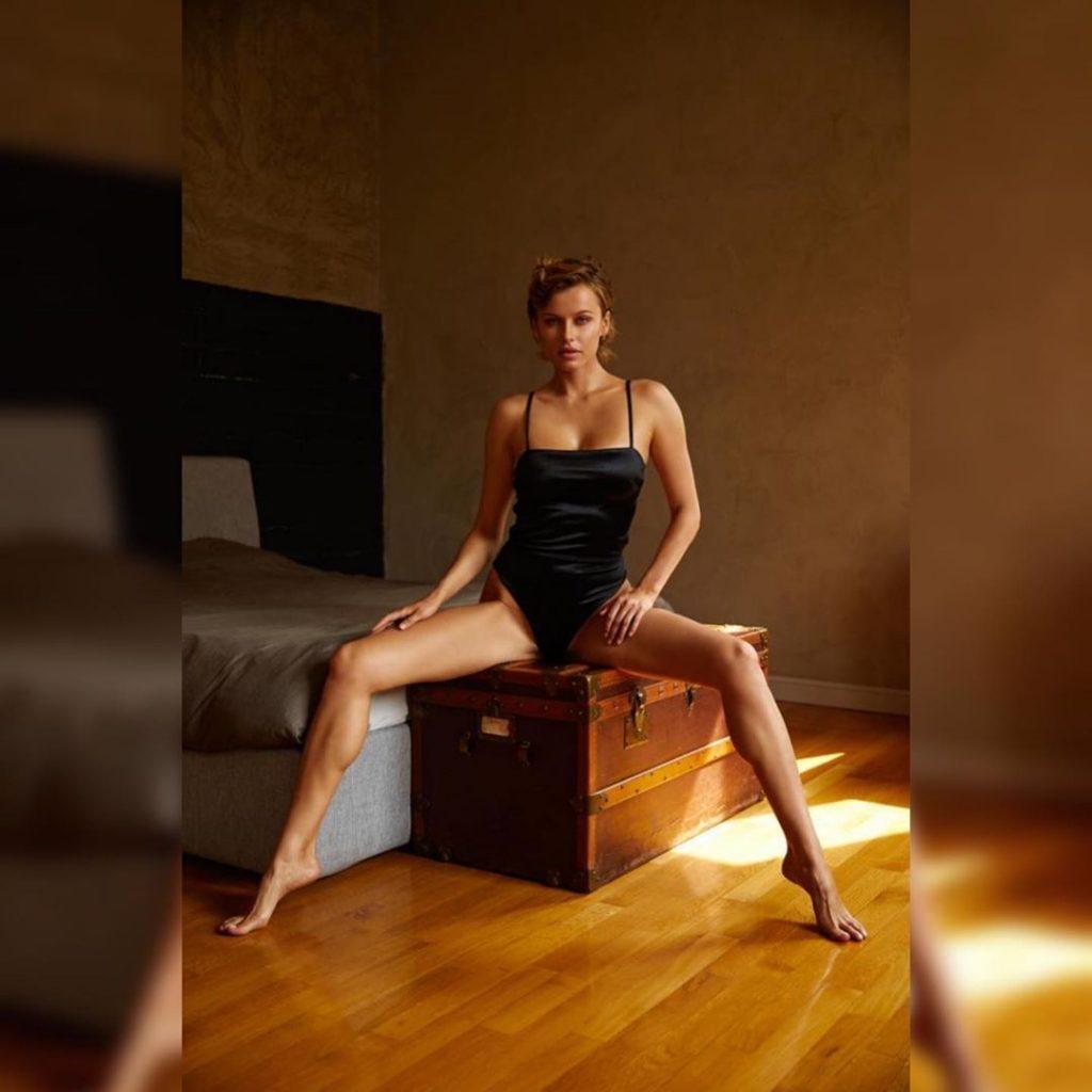 Olga de Mar Nude (13 Photos)