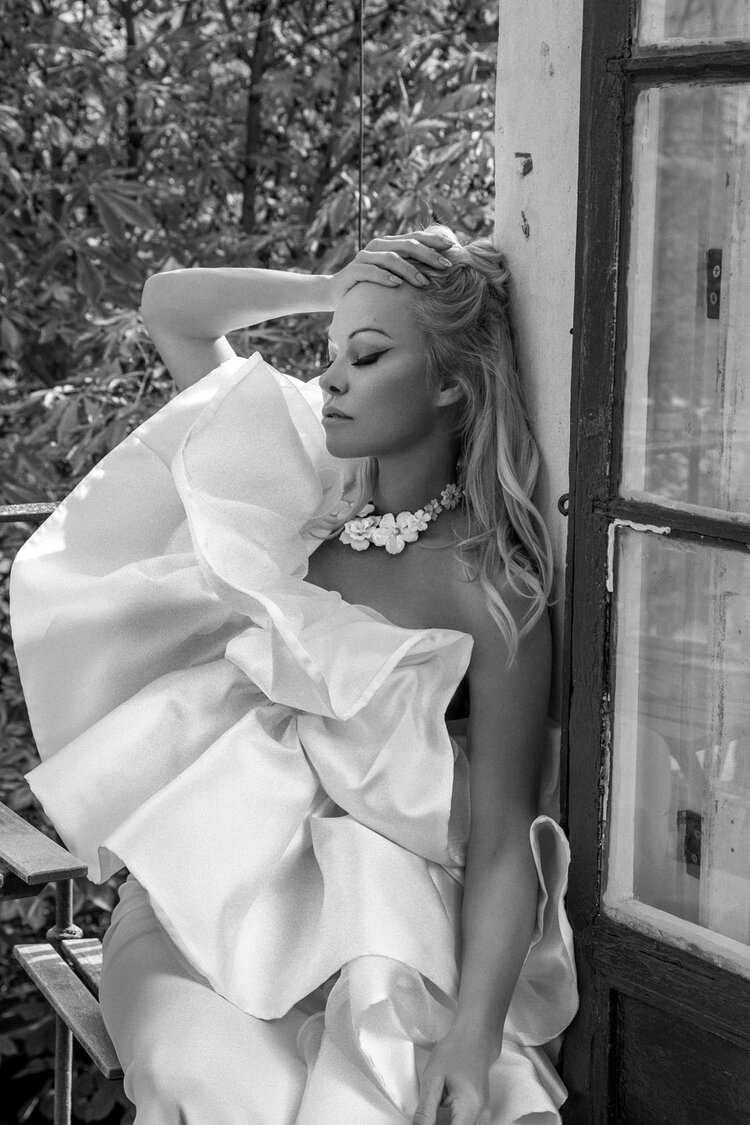 Pamela Anderson Nude & Sexy – Vanity Fair Italy (16 Photos)