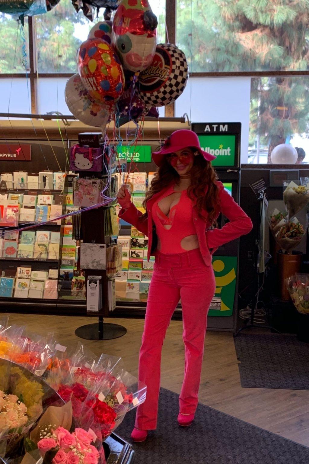 Phoebe Price Sexy (20 Photos)