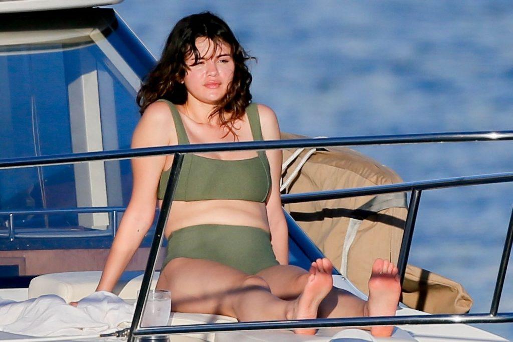 Selena Gomez Sexy (34 Photos)