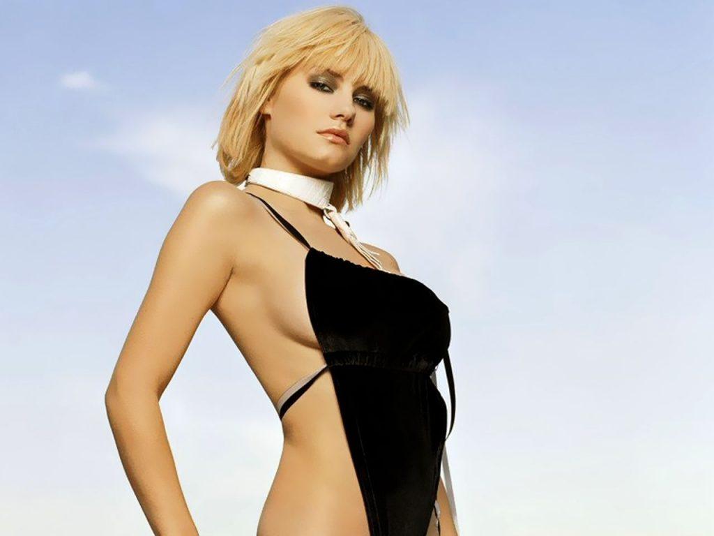 Elisha Cuthbert Nude & Sexy (240 Photos + GIFs & Videos)
