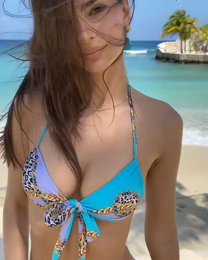 Emily Ratajkowski Displays Her Tits on the Beach (8 Pics + Video)