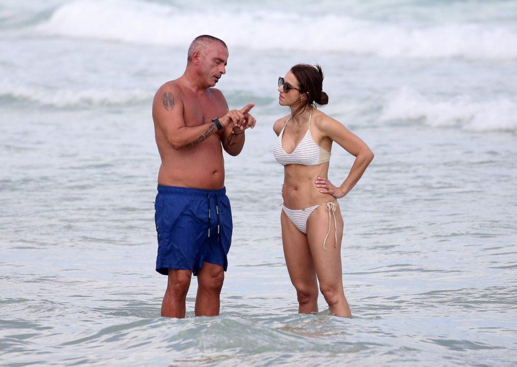 Eros Ramazzotti Relaxes with Valentina Bilbao on the Beach in Miami (57 Photos)