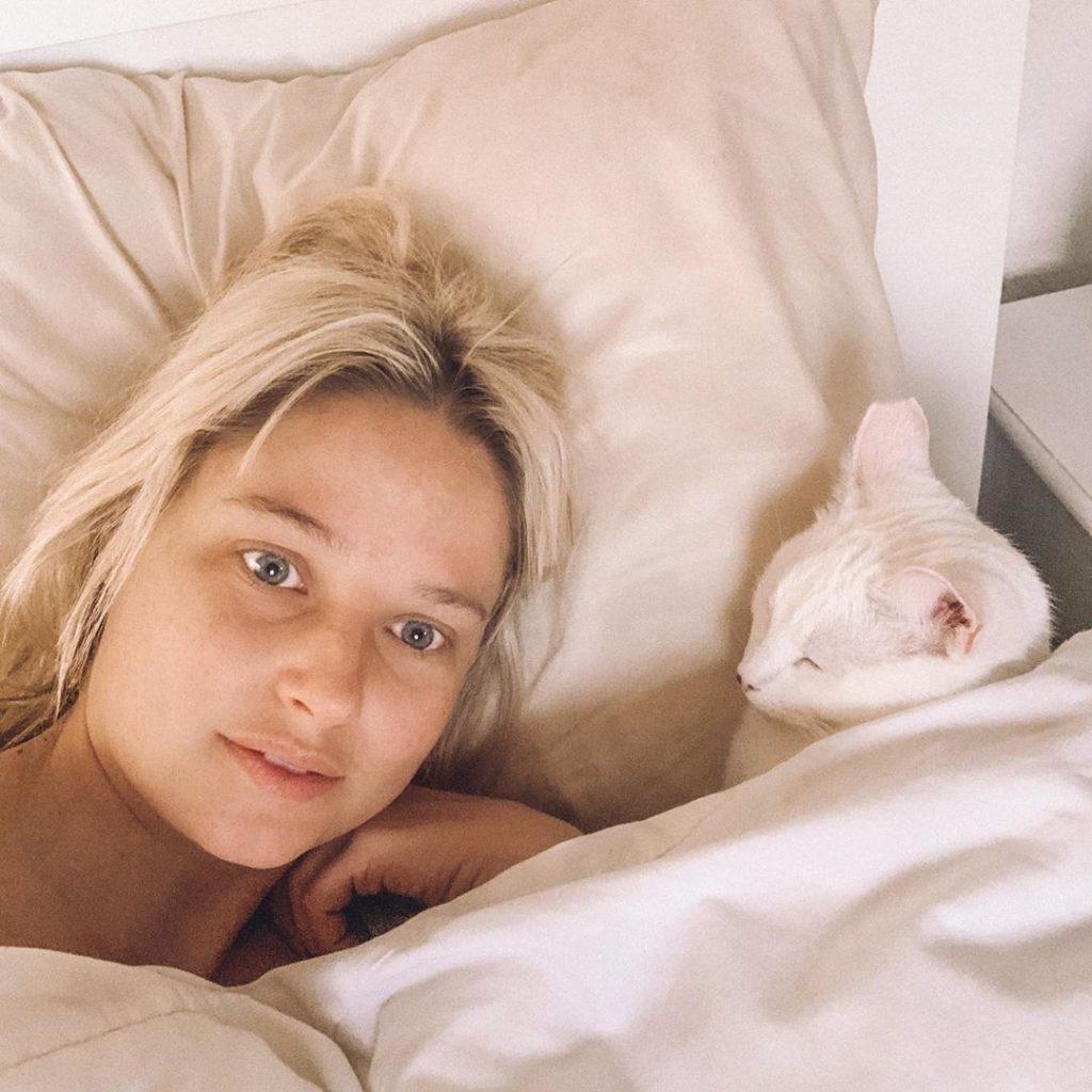 Genevieve Morton Topless (2 Photos)