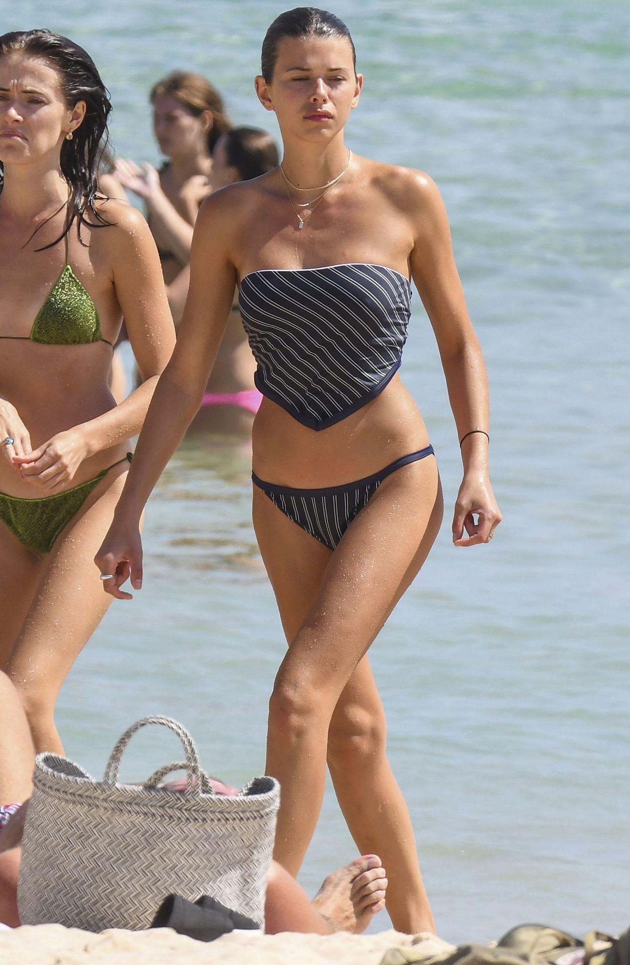 Kiwi model georgia fowler criticized for sharing bikini photos in the wake of new zealand