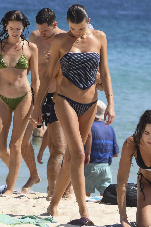 Kiwi Model Georgia Fowler Hits Bondi Beach In A Navy Striped Bikini (27 Photos)