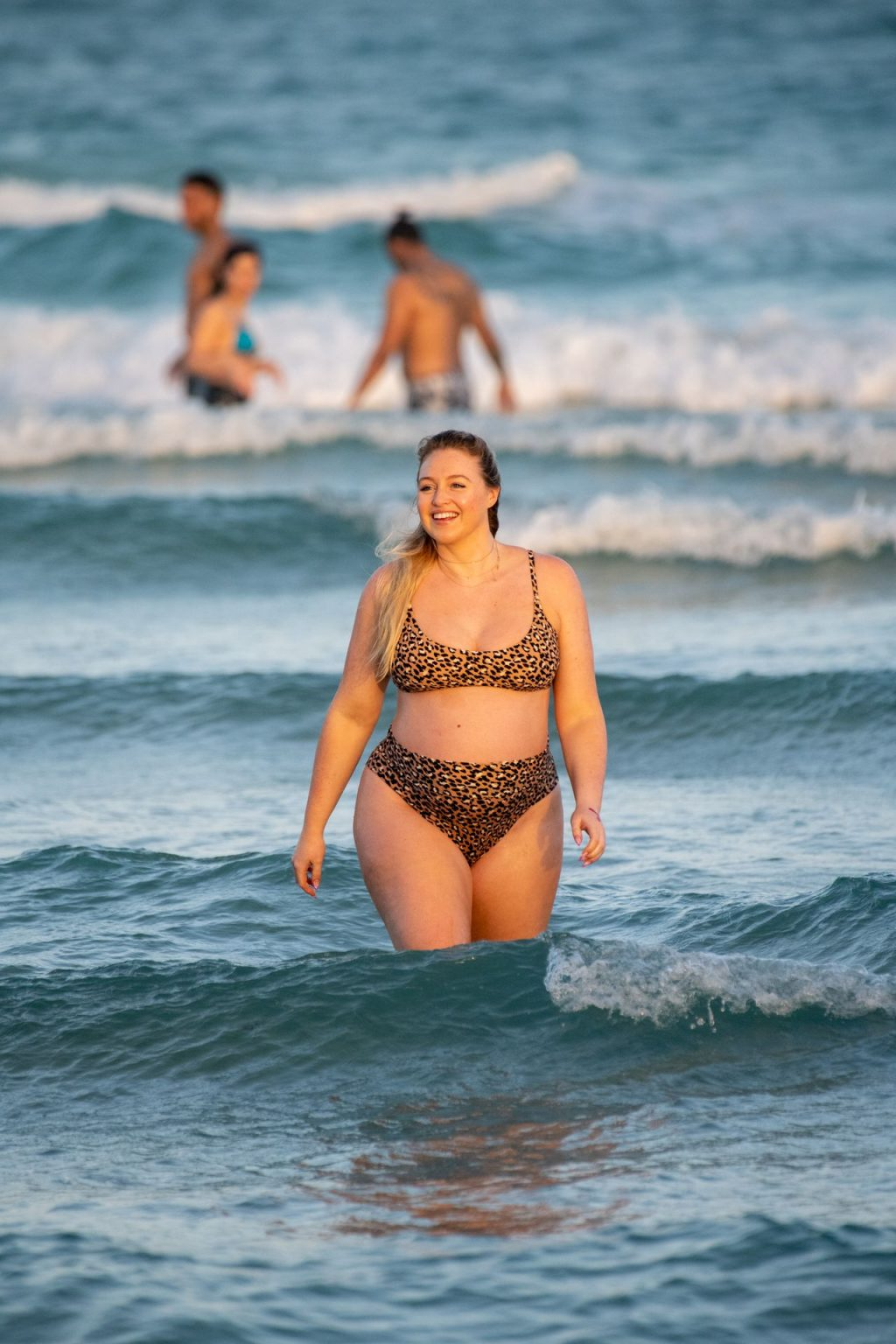 Iskra Lawrence Sexy The Fappening Blog 14 1024x1536 - Heavily Pregnant Model Iskra Lawrence Takes A Sunset Dip In Miami Beach (44 Photos)
