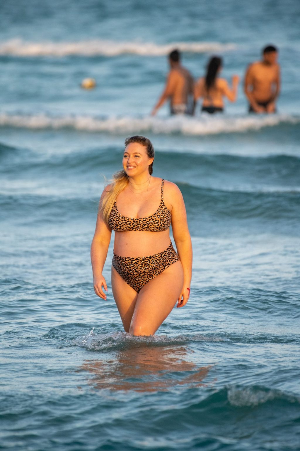Heavily Pregnant Model Iskra Lawrence Takes A Sunset Dip In Miami Beach (44 Photos)