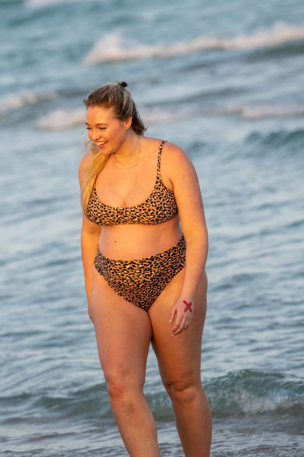 Iskra Lawrence Sexy The Fappening Blog 2 1024x1536 - Heavily Pregnant Model Iskra Lawrence Takes A Sunset Dip In Miami Beach (44 Photos)