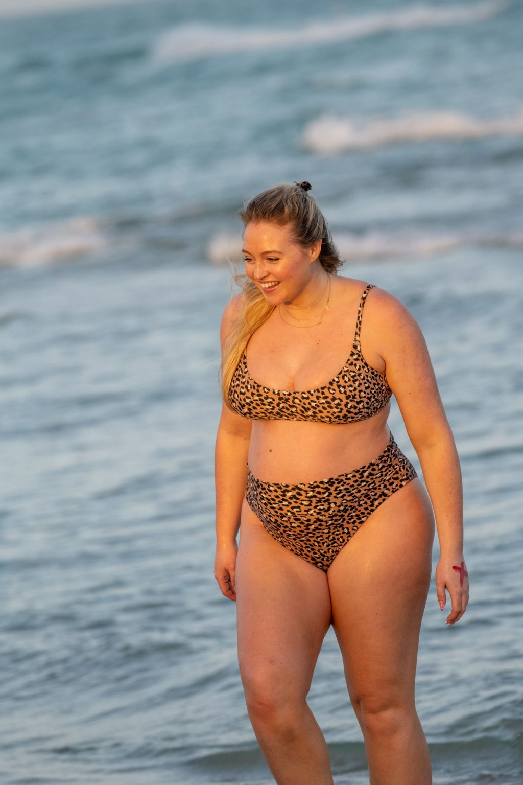 Iskra Lawrence Sexy The Fappening Blog 24 1024x1536 - Heavily Pregnant Model Iskra Lawrence Takes A Sunset Dip In Miami Beach (44 Photos)