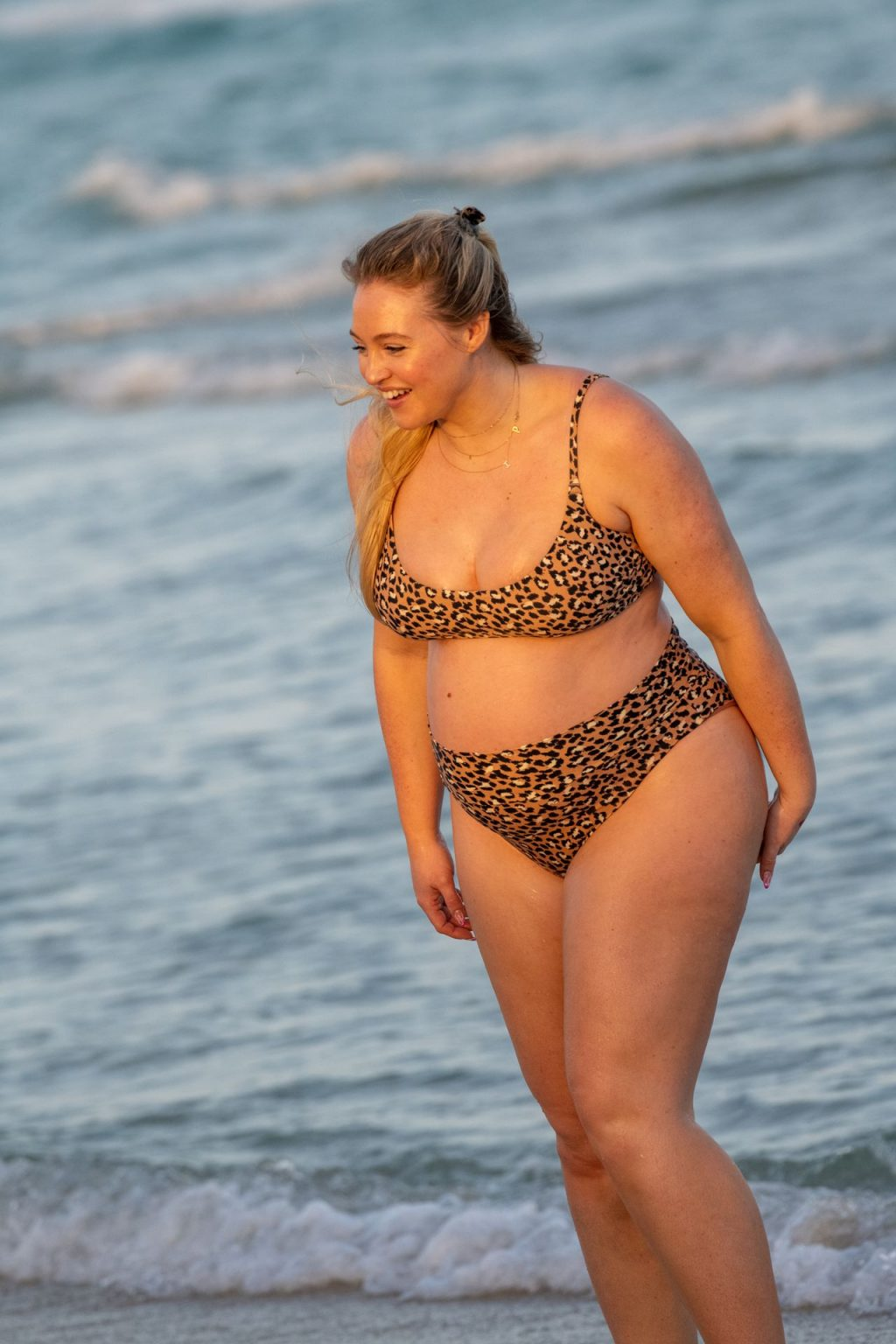 Iskra Lawrence Sexy The Fappening Blog 25 1024x1536 - Heavily Pregnant Model Iskra Lawrence Takes A Sunset Dip In Miami Beach (44 Photos)