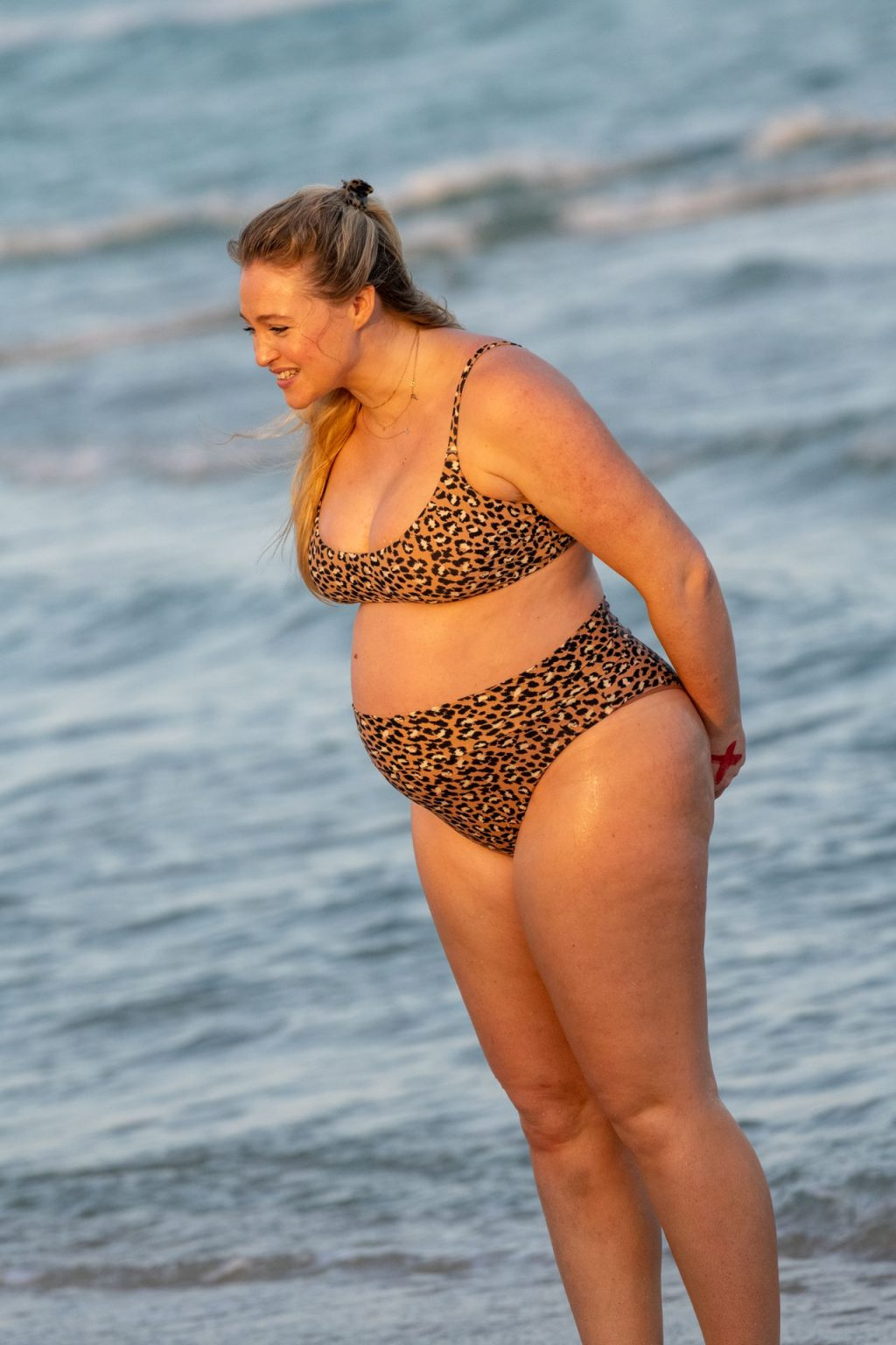 Iskra Lawrence Sexy The Fappening Blog 26 1024x1536 - Heavily Pregnant Model Iskra Lawrence Takes A Sunset Dip In Miami Beach (44 Photos)