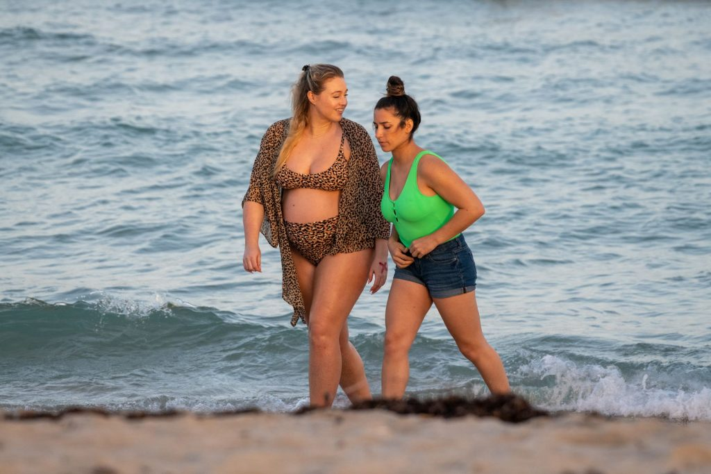 Iskra Lawrence Sexy The Fappening Blog 31 1024x683 - Heavily Pregnant Model Iskra Lawrence Takes A Sunset Dip In Miami Beach (44 Photos)