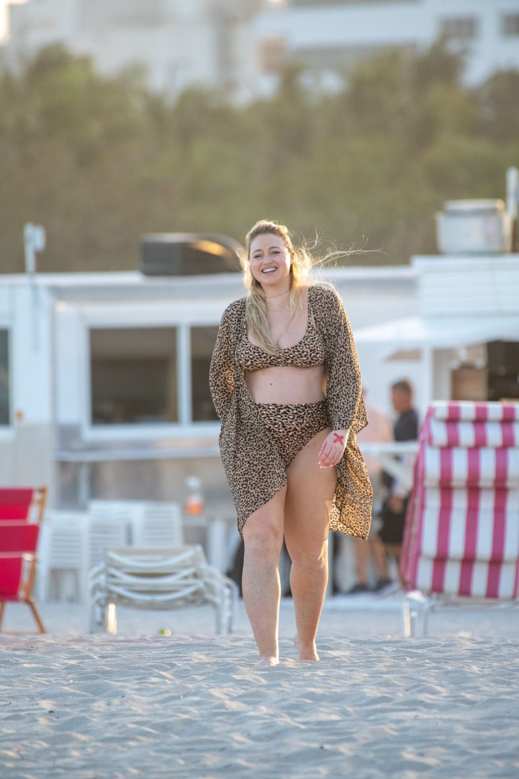 Iskra Lawrence Sexy The Fappening Blog 6 1024x1536 - Heavily Pregnant Model Iskra Lawrence Takes A Sunset Dip In Miami Beach (44 Photos)