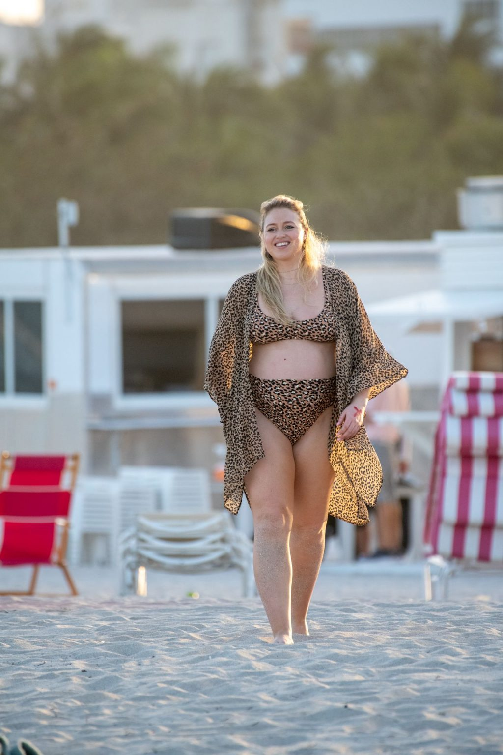 Iskra Lawrence Sexy The Fappening Blog 7 1024x1536 - Heavily Pregnant Model Iskra Lawrence Takes A Sunset Dip In Miami Beach (44 Photos)