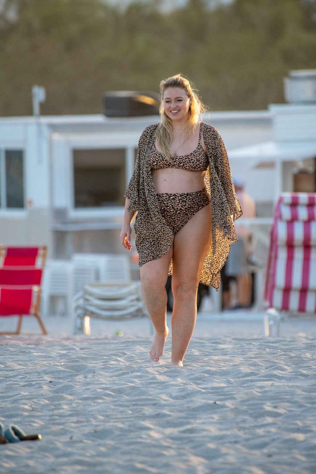Iskra Lawrence Sexy The Fappening Blog 8 1024x1536 - Heavily Pregnant Model Iskra Lawrence Takes A Sunset Dip In Miami Beach (44 Photos)